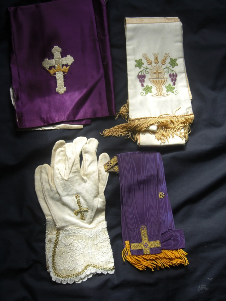 Gloves, stoles etc of Edmond I